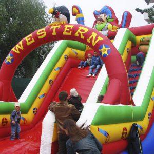 Zjeżdżalnia Western - Organizacja imprez plenerowych, pikników rodzinnych i integracyjnych