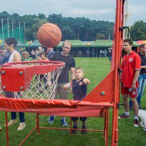 Turniej gry w koszykówkę mini
