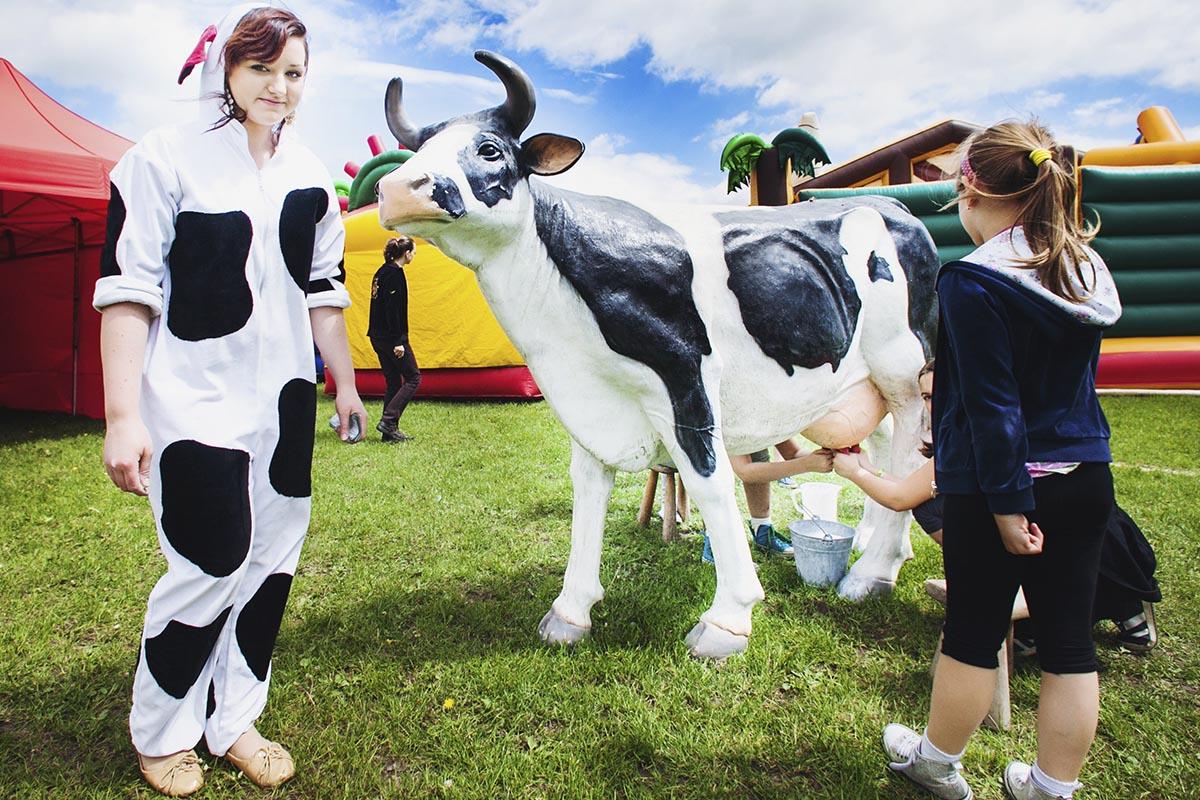 sztuczna-krowa-do-dojenia-organizacja-imprezy-firmowych