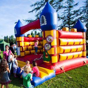 Zamek do skakania, Dmuchany zamek do skakania, Organizacja eventów w plenerze