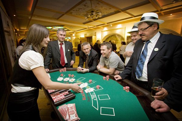 Stół do zabawy w Blackjacka - organizacja imprez